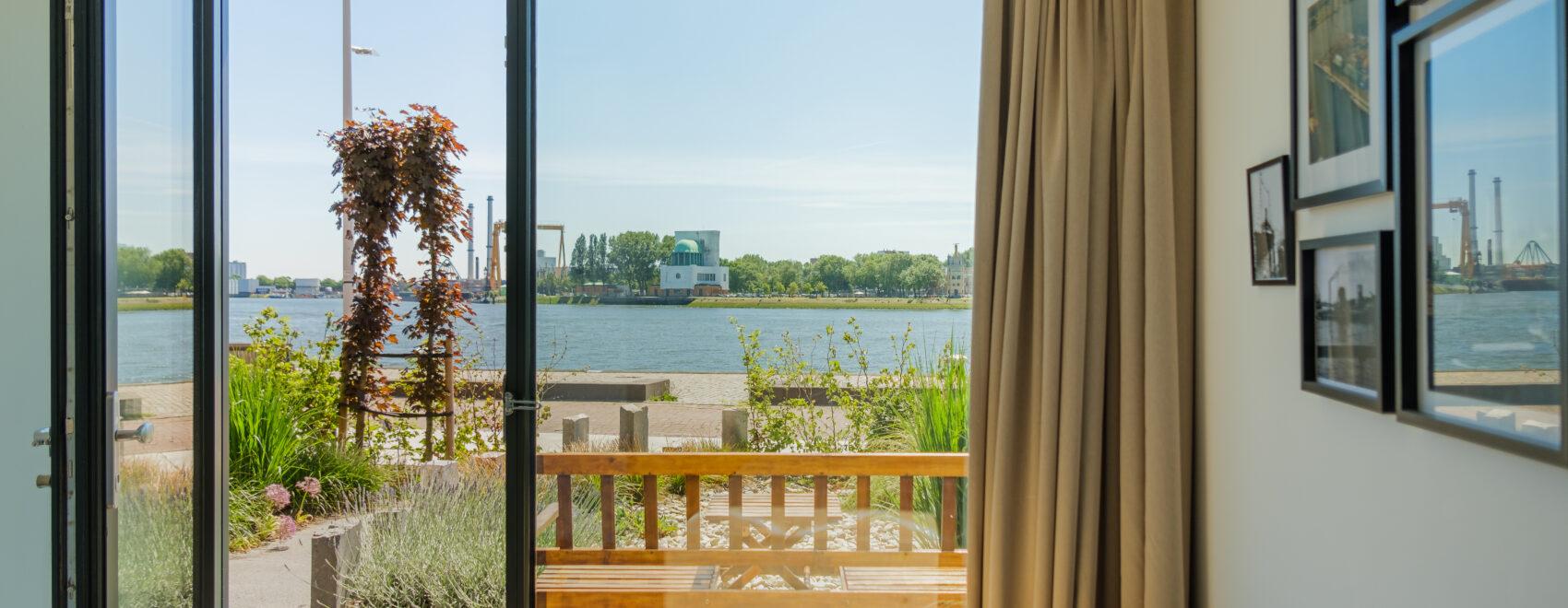 Uitzicht op de kade Maasview Bed en Breakfast Rotterdam